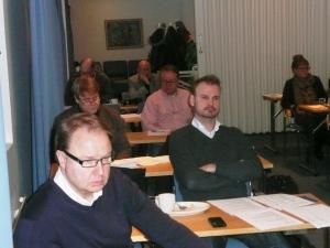 Kokouksessa oli 18 osastolaista, etualalla Ari Ahonen ja Jukka Väkeväinen.