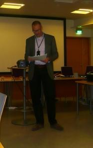 Liiton viimeinen puheenjohtaja Mikko Honkanen pitämässä viimeisestä puhettaan valtuustolle.