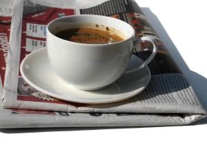 Sanomalehti_aamukahvilla