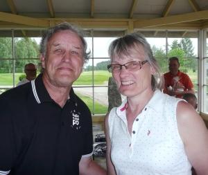 Mestari Jorma Hietanen ja naisten paras Marjo Similä.