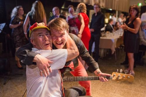Kaksi Jussia bilettää. Salmen Jussin ja Arsenal-lippiksen moni tunnistaakin, toinen Jussi on bilebändi Jimmy Colan laulaja–kitaristi Mikkola.
