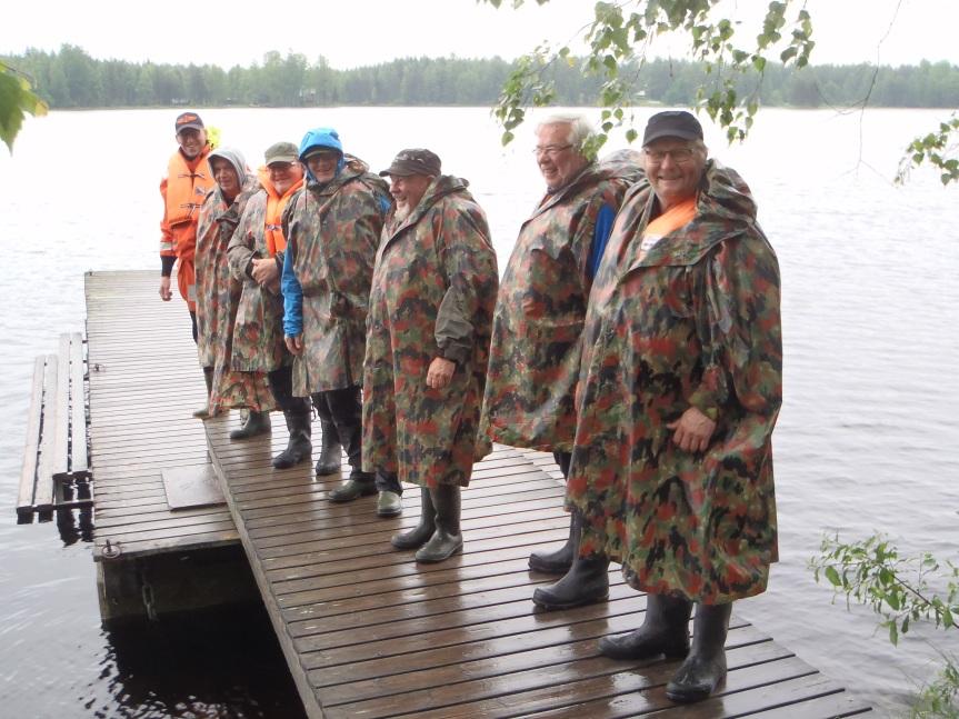 Kalastajat lähdössä koskenlaskuun.