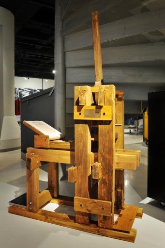 Puuhun leikattu - käsin painettu -näyttely Päivälehden museossa 19. 10. 2010.